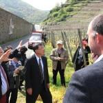Großes Interesse zeigte Minister Bao-Ji Chen Mitte an der Arbeit in den Steillagen der Ahrweinberge.
